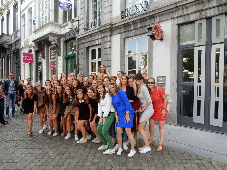 teamuitje Maastricht - groepsfoto voor de Escape Hunt Maastricht